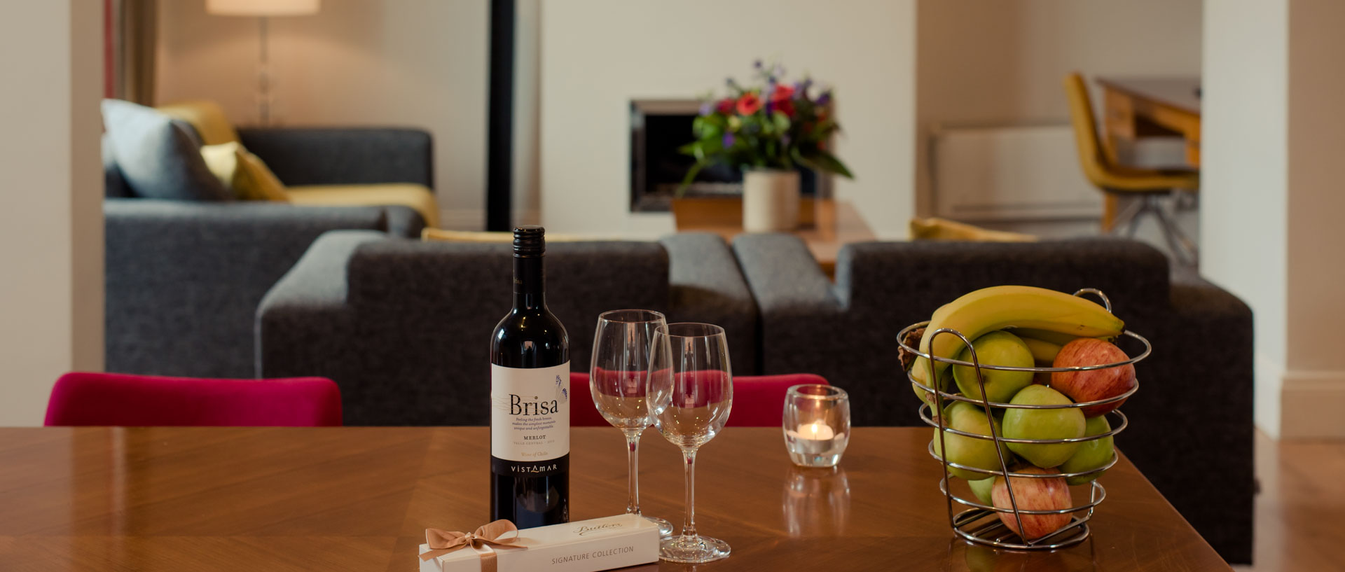 Couches facilities in the serviced apartments of PREMIER SUITES PLUS Dublin Leeson Street